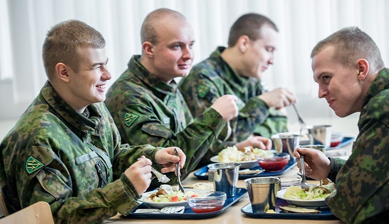 Soldiers having lunch